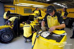 Jordan takım elemanları work, Nick Heidfeld'in Car