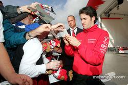 Ricardo Zonta signs autographs