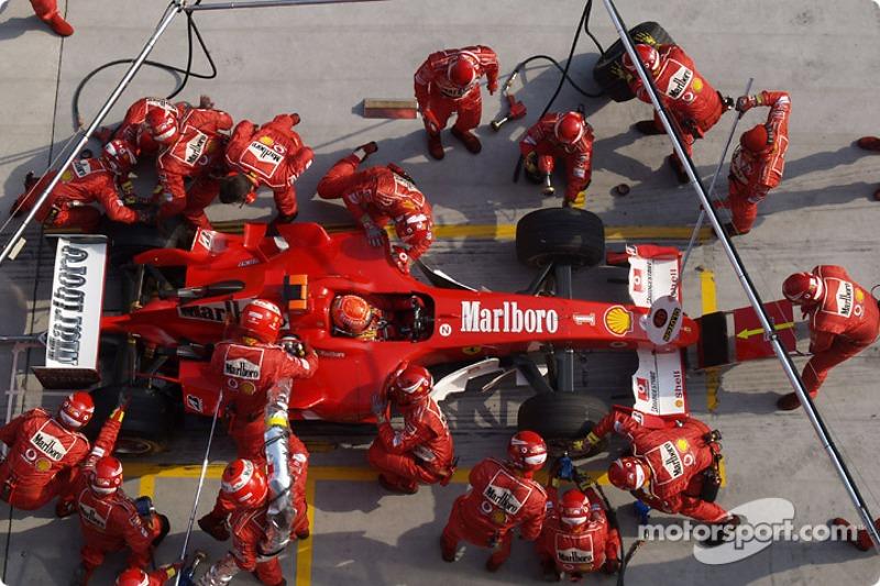 Parada de pits para Michael Schumacher