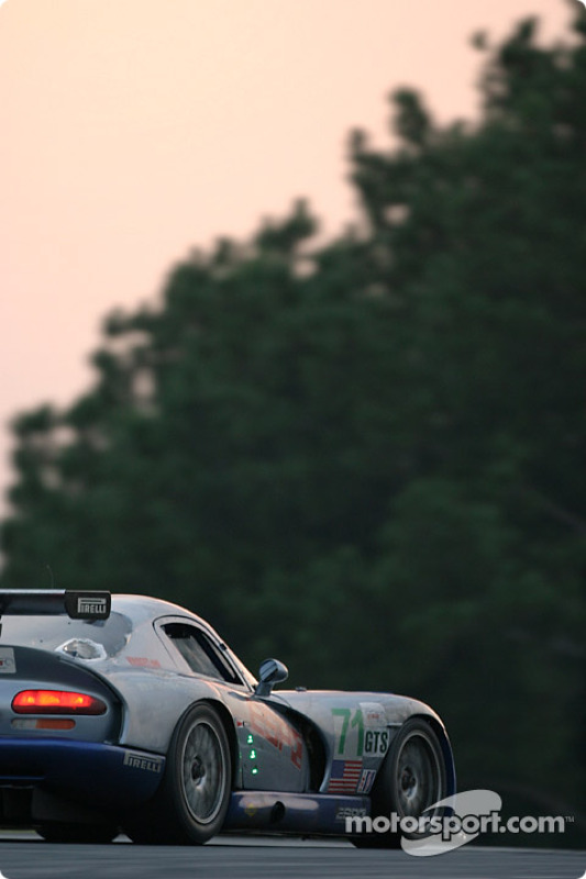 La Dodge Viper GTS R n°71 Carsport America : Tom Weickardt, Jean-Philippe Belloc, Fabio Babini