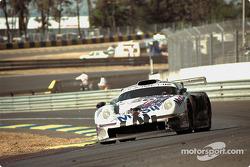 La Porsche 911 GT1 n°26 Porsche AG : Karl Wendlinger, Yannick Dalmas, Scott Goodyear