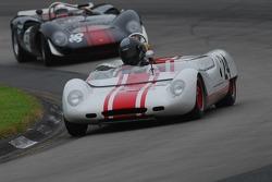 #24- Doc Bundy (USRRC) Lotus 23b et Archie Urciuoli Lola T-70 Spyder.