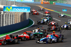 Roberto Merhi, Jean-Eric Vergne, and Robert Wickens lead the mid field at the start of the race