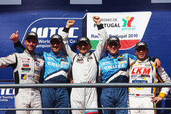 Podium, Fredy Barth, Seat Leon 2.0 TDI, Yvan Muller, Chevrolet, Chevrolet Cruze LT, Gabriele Tarquini, SR - Sport, Seat Leon 2.0 TDI, Robert Huff, Chevrolet, Chevrolet Cruze LT, Darryl O'Young, Bamboo-engineering, Chevrolet Lacetti
