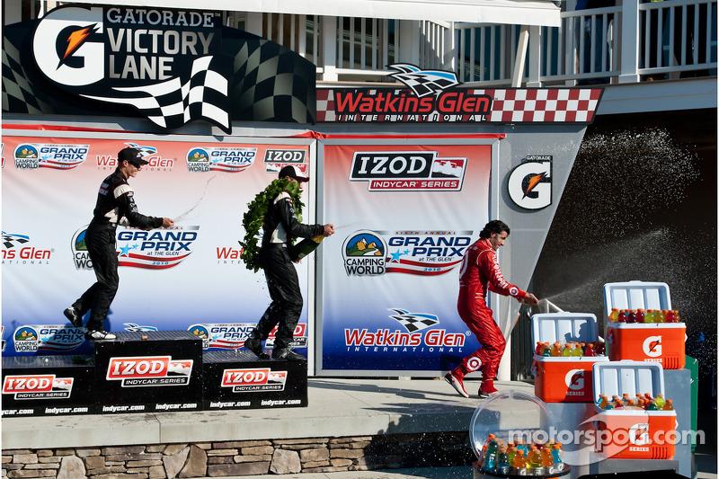 Podium: race winnaar Will Power, Team Penske, 2de Ryan Briscoe, Team Penske, 3de Dario Franchitti, Target Chip Ganassi Racing