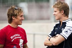 Renger Van Der Zande talks to Nico Hulkenberg, Williams FW32 Cosworth