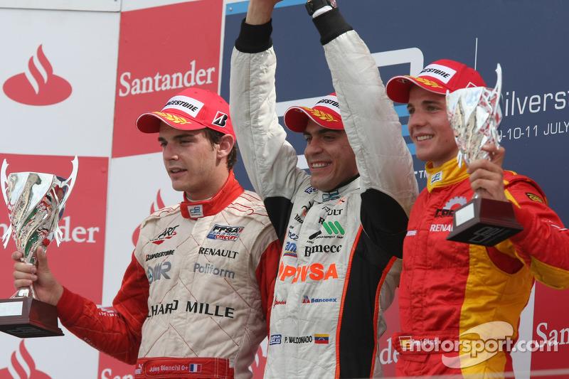 Podium: race winnaar Pastor Maldonado met 2de Jules Bianchi en 3de Dani Clos