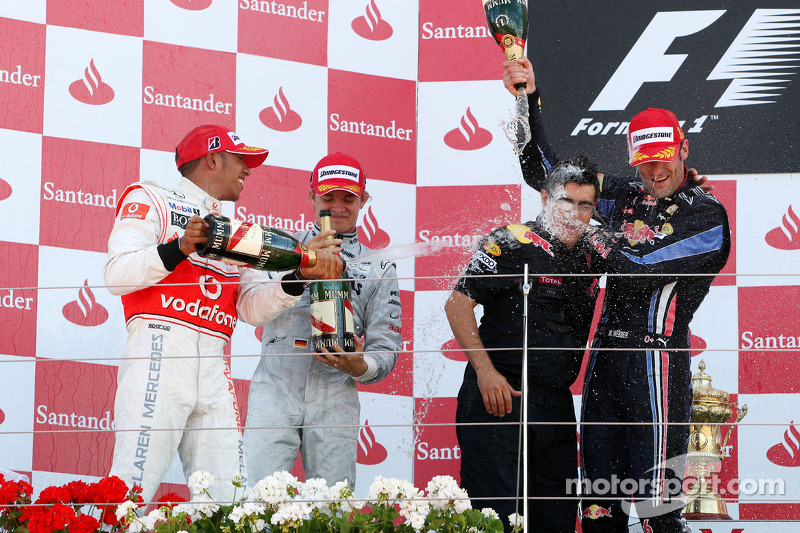 Podium: race winnaar Mark Webber, Red Bull Racing, 2de Lewis Hamilton, McLaren Mercedes, 3de Nico Rosberg, Mercedes GP