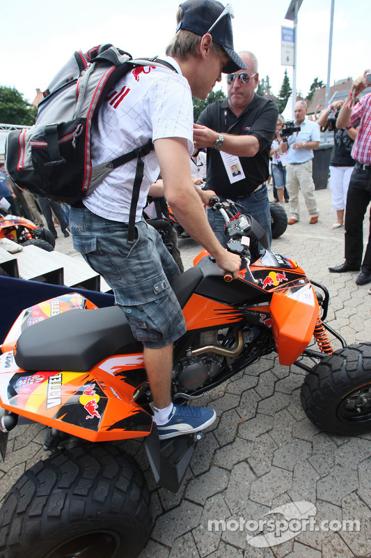 Sebastian Vettel, Red Bull Racing, op een quad