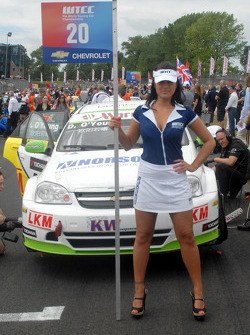 Darryl O'Young's grid girl