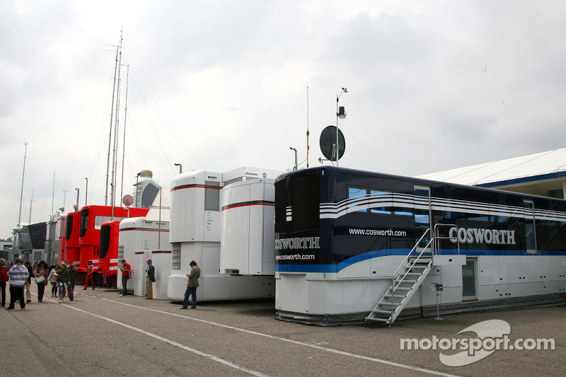 Cosworth truck in de paddock