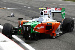 Vitantonio Liuzzi, Force India F1 Team crashes during first qualifying session