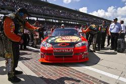 Race winner Jamie McMurray, Earnhardt Ganassi Racing Chevrolet enters victory lane