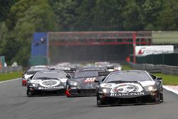 #25 Reiter Lamborghini Murcielago R: Ricardo Zonta, Frank Kechele voert het veld aan