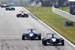 Oliver Oakes leads Roberto Merhi