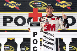 Victory lane: vainqueur Greg Biffle, Roush Fenway Racing Ford