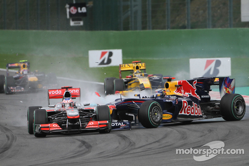 Crash Sebastian Vettel, Red Bull en Jenson Button, McLaren Mercedes (2010)