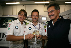 Augusto Farfus BMW Team RBM BMW 320si, Andy Priaulx BMW Team RBM BMW 320si and Dr. Mario Theissen celebrate the birthday of the drivers