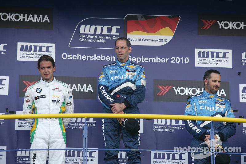 Podium: 2de Augusto Farfus BMW Team RBM BMW 320si, 1ste Alain Menu Chevrolet, Chevrolet Cruze LT, 3d