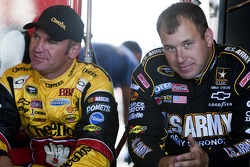 Ryan Newman, Stewart-Haas Racing Chevrolet and Clint Bowyer, Richard Childress Racing Chevrolet