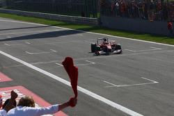 Победитель гонки Фернандо Алонсо, Scuderia Ferrari