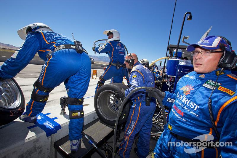 Les mécaniciens SunTrust Racing sont prêts pour le changement