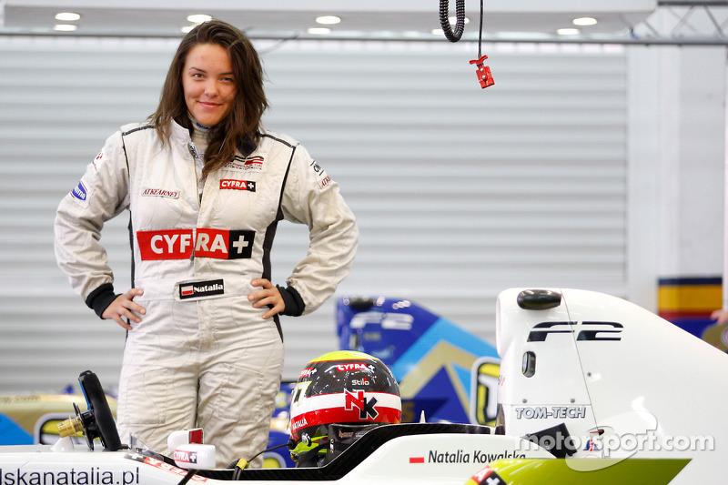 "<img class=""ms-flag-img ms-flag-img_s1"" title=""Poland"" src=""https://cdn-9.motorsport.com/static/img/cf/pl-3.svg"" alt=""Poland"" width=""32"" /> Natalia Kowalska, 29 años"