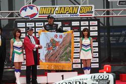 Podium: race winner Helio Castroneves, Team Penske