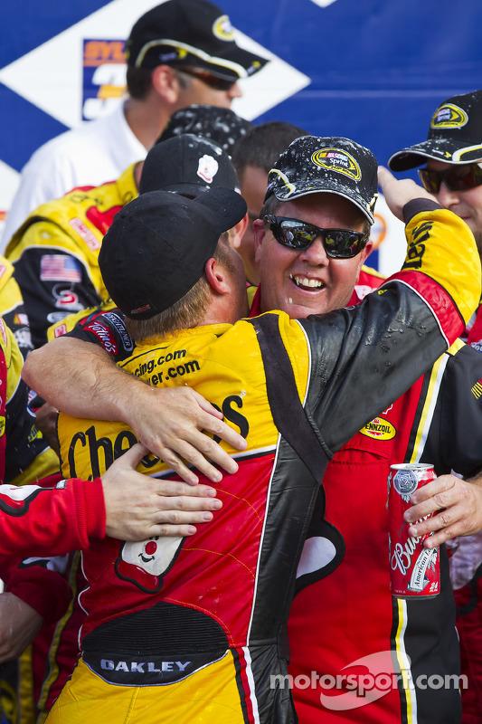 Victory lane: race winnaar Clint Bowyer, Richard Childress Racing Chevrolet