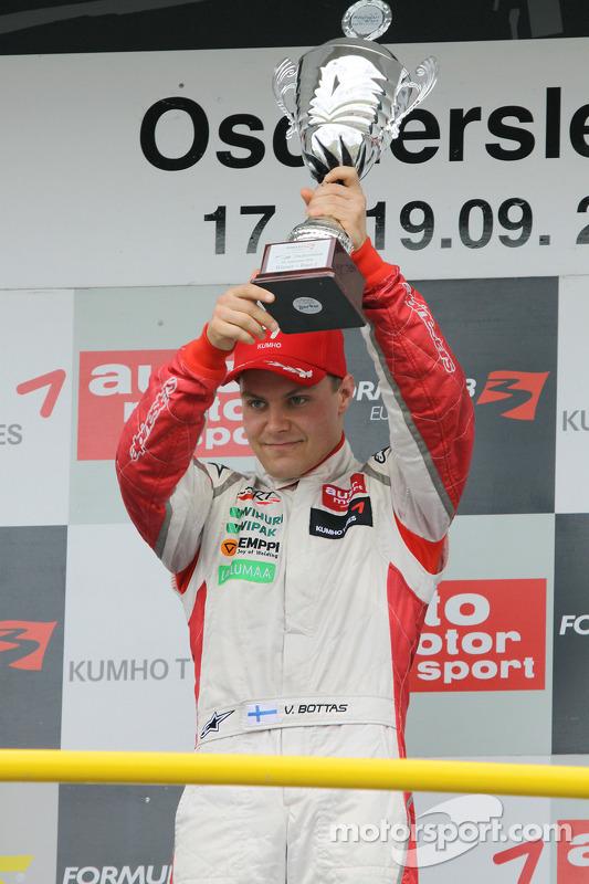 Podium: race winnaar Valtteri Bottas, ART Grand Prix Dallara F308 Mercedes