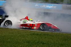 Alexander Sims, ART Grand Prix Dallara F308 Mercedes part en tête-à-queue