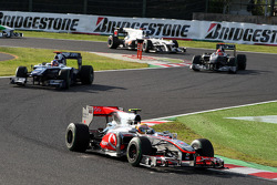 Lewis Hamilton, McLaren Mercedes leads Rubens Barrichello, Williams F1 Team