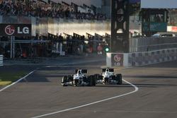 Nico Hulkenberg, Williams F1 Team and Kamui Kobayashi, BMW Sauber F1 Team