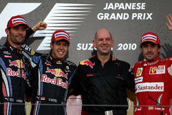 Podium: Sieger Sebastian Vettel, Red Bull Racing; 2. Mark Webber, Red Bull Racing; 3. Fernando Alonso, Scuderia Ferrari