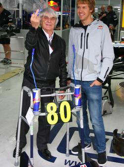 Перед 80-річчя Берні Екклстоуна Red Bull разом із Себастьяном Феттелем, Red Bull Racing, привітали дідугана