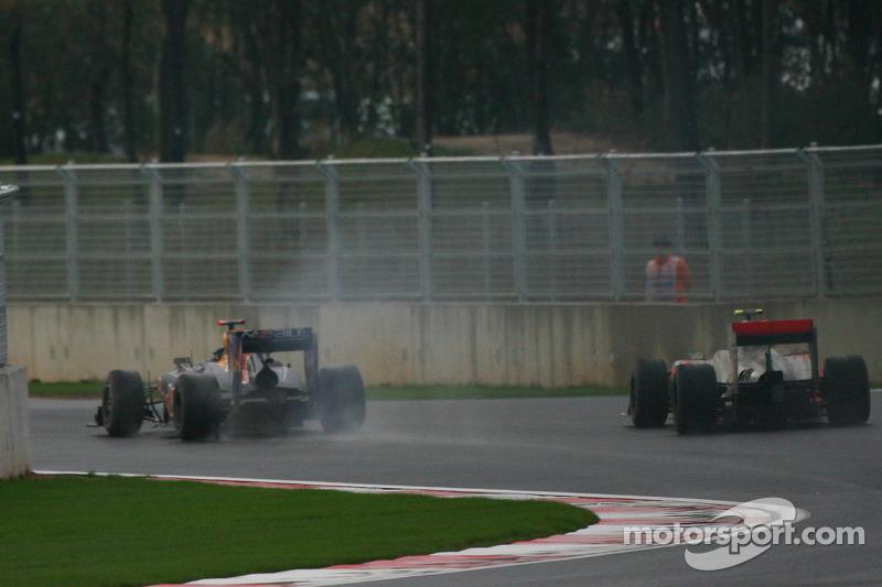 Sebastian Vettel, Red Bull Racing opgave, gepasseerd door Fernando Alonso, Scuderia Ferrari