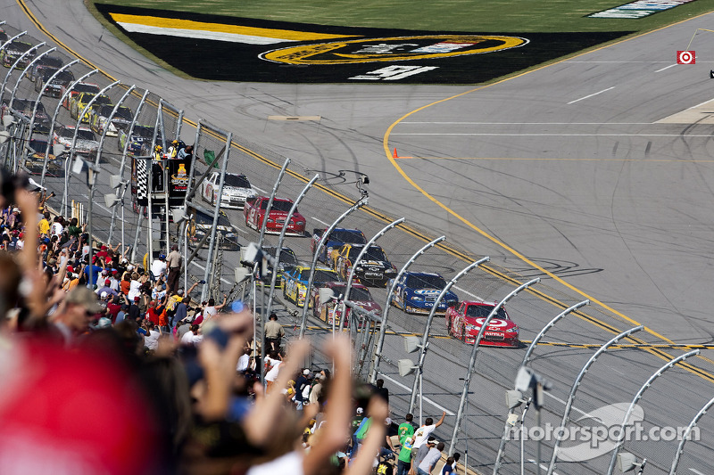 Start: Juan Pablo Montoya, Earnhardt Ganassi Racing Chevrolet en Clint Bowyer, Richard Childress Racing Chevrolet