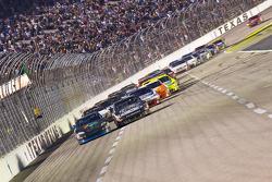 Restart: Denny Hamlin, Joe Gibbs Racing Toyota and Matt Kenseth, Roush Fenway Racing Ford battle for the lead
