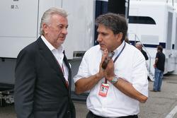 Schumacher manager Willi Weber met Pasquale Lattuneddu (FOM)