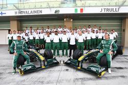 Lotus Team photo with Heikki Kovalainen, Lotus F1 Team and Jarno Trulli, Lotus F1 Team