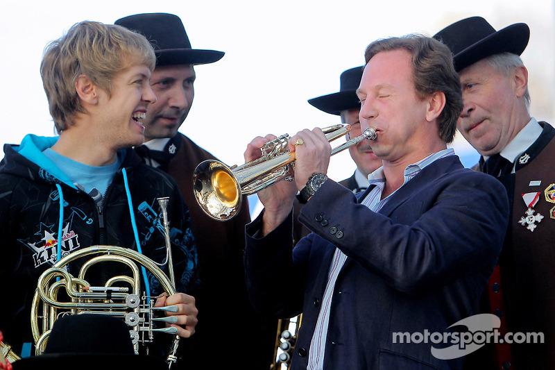 Sebastian Vettel en teambaas Christian Horner