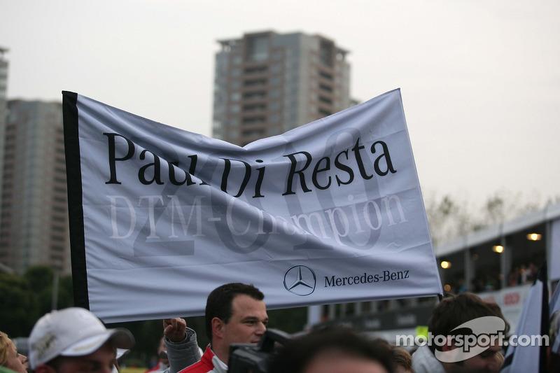 Vlag voor Paul di Resta, Team HWA AMG Mercedes C-Klasse