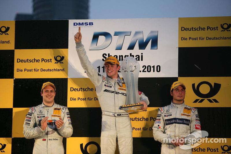 Podium: DTM 2010 kampioen Paul di Resta, Team HWA AMG Mercedes, tweede plaats Gary Paffett, Team HWA AMG Mercedes, derde plaats Bruno Spengler, Team HWA AMG Mercedes