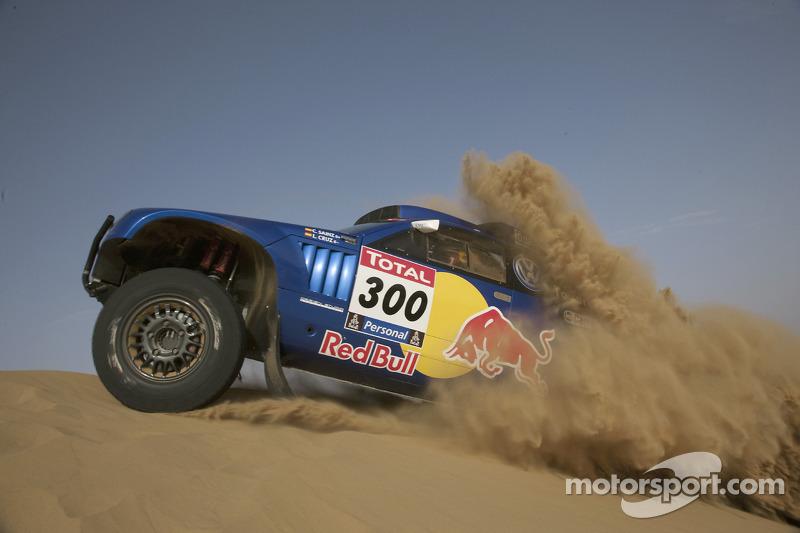 Volkswagen Motorsport: Carlos Sainz y Lucas Cruz Senra prueban el Wolkswagen Race Touareg 3 en Marruecos