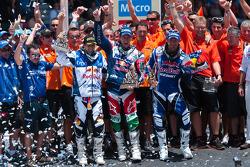Podium : vainqueur pour la catégorie moto, Marc Coma ; seconde place pour la catégorie moto, Cyril Despres ; troisième place, Helder Rodrigues
