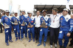 Car category winners Nasser Al Attiyah and Timo Gottschalk celebrate with Kris Nissen, Carlos Sainz and Lucas Cruz Senra, Giniel De Villiers and Dirk Von Zitzewitz