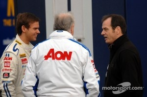 Tom Chilton, Team Aon speaks to team boss Mike Earle and Series Director Alan Gow