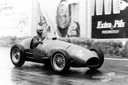 Alberto Ascari en el Ferrari 500 F2