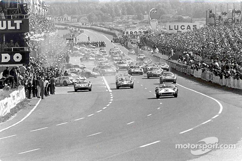 1964 год. Старт гонки: лидирует Педро Родригес, Ferrari 330P