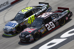 Kevin Harvick, Richard Childress Racing Chevrolet and Jimmie Johnson, Hendrick Motorsports Chevrolet